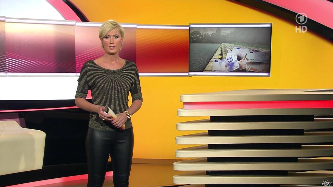 Kamilla Senjo dans Brisant. Diffusé à la télévision le 03/12/13.