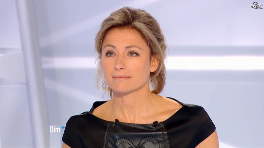 Anne-Sophie Lapix dans Dimanche Plus. Diffusé à la télévision le 13/01/13.
