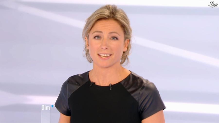 Anne-Sophie Lapix dans Dimanche Plus. Diffusé à la télévision le 25/11/12.