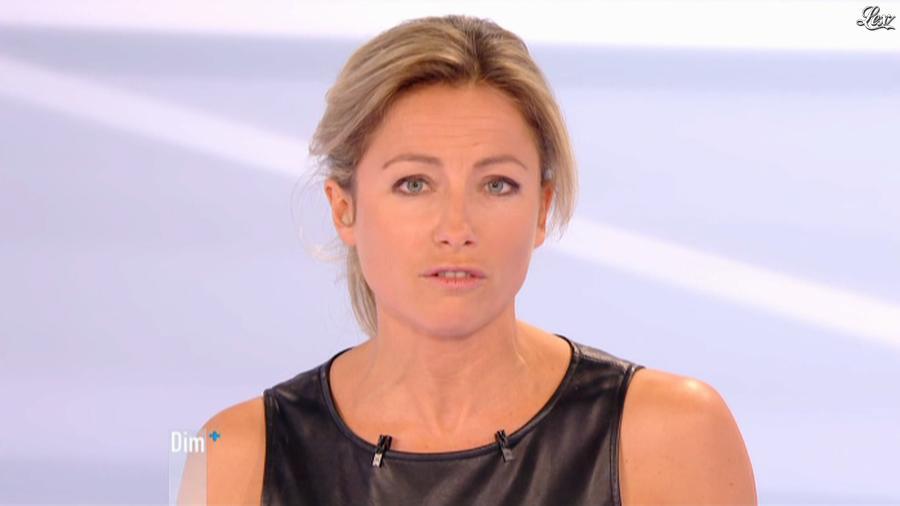 Anne-Sophie Lapix dans Dimanche Plus. Diffusé à la télévision le 28/10/12.