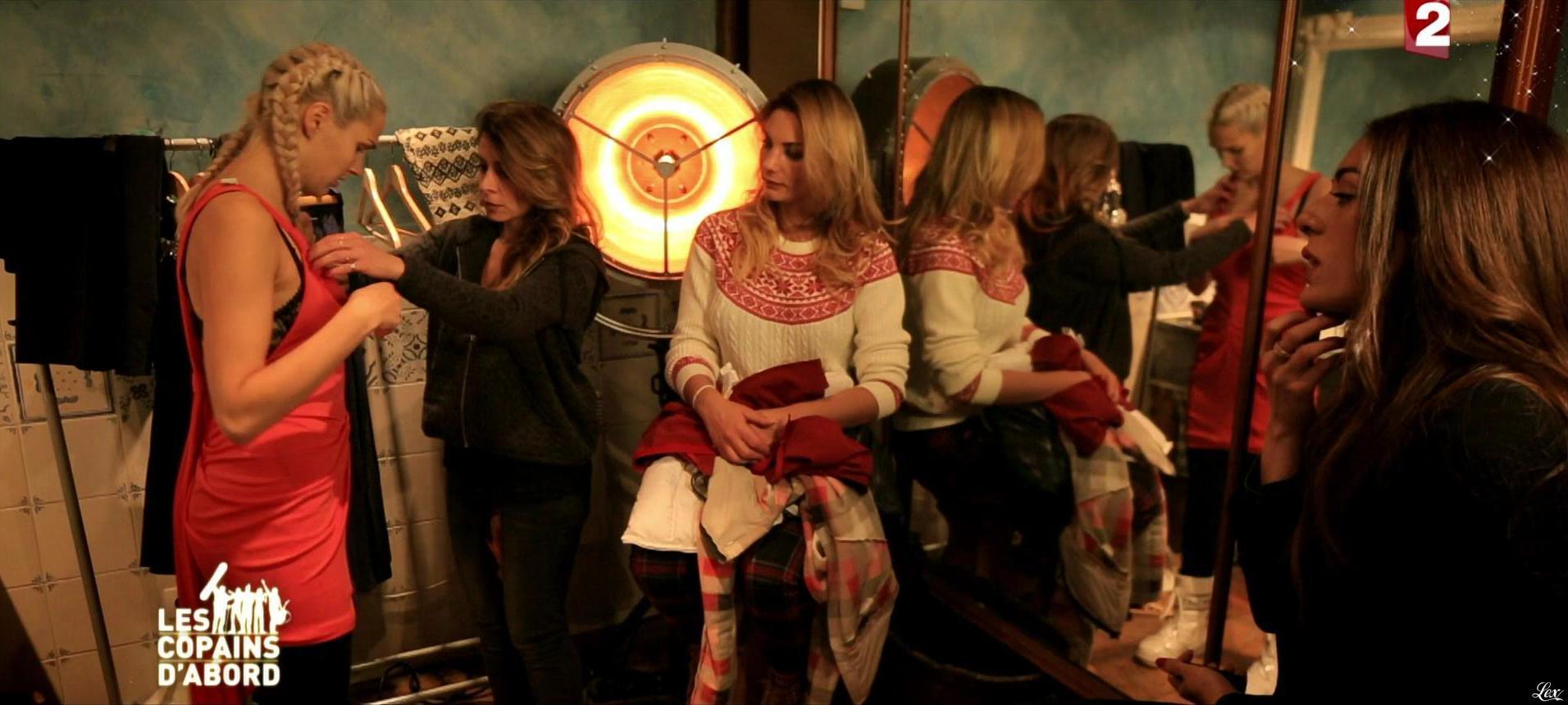 Camille Lou, Sofia Essaidi, Julie Zenatti et Ariane Brodier dans les Copains d'Abord Font du Ski. Diffusé à la télévision le 25/12/14.
