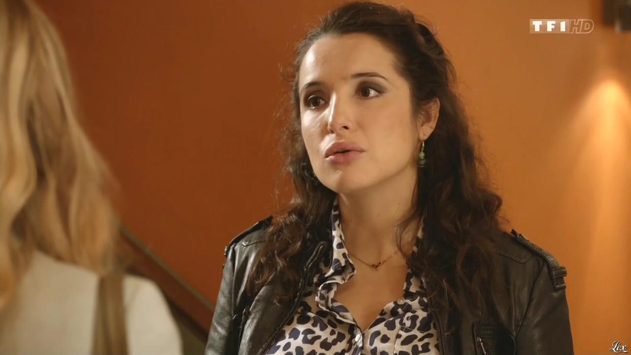 Isabelle Vitari dans Nos Chers Voisins. Diffusé à la télévision le 15/11/14.