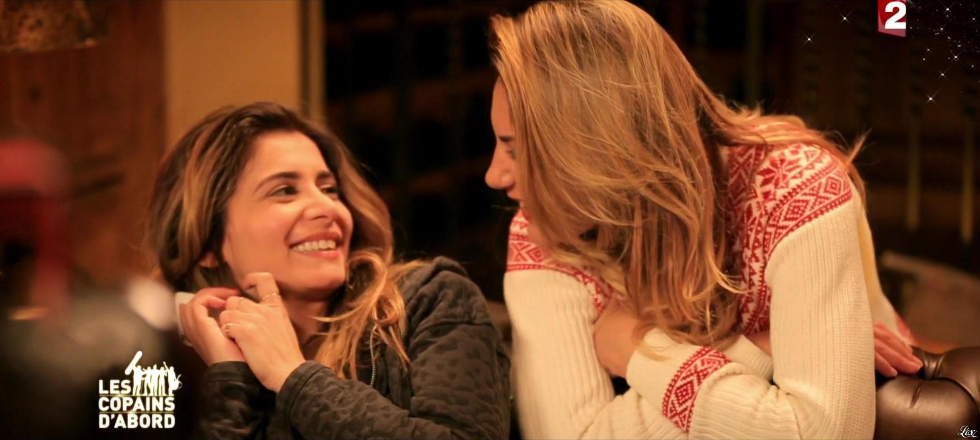 Julie Zenatti et Ariane Brodier dans les Copains d'Abord Font du Ski. Diffusé à la télévision le 25/12/14.