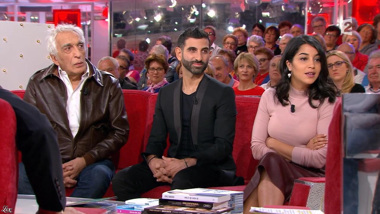 Leïla Bekhti dans Vivement Dimanche Prochain. Diffusé à la télévision le 25/10/15.