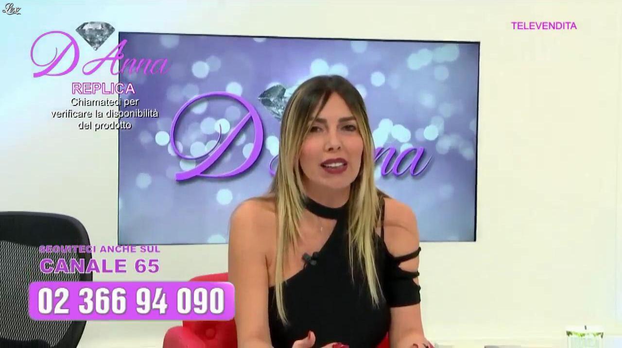 Emanuela Botto dans Télévendita Per d'Anna. Diffusé à la télévision le 01/12/18.