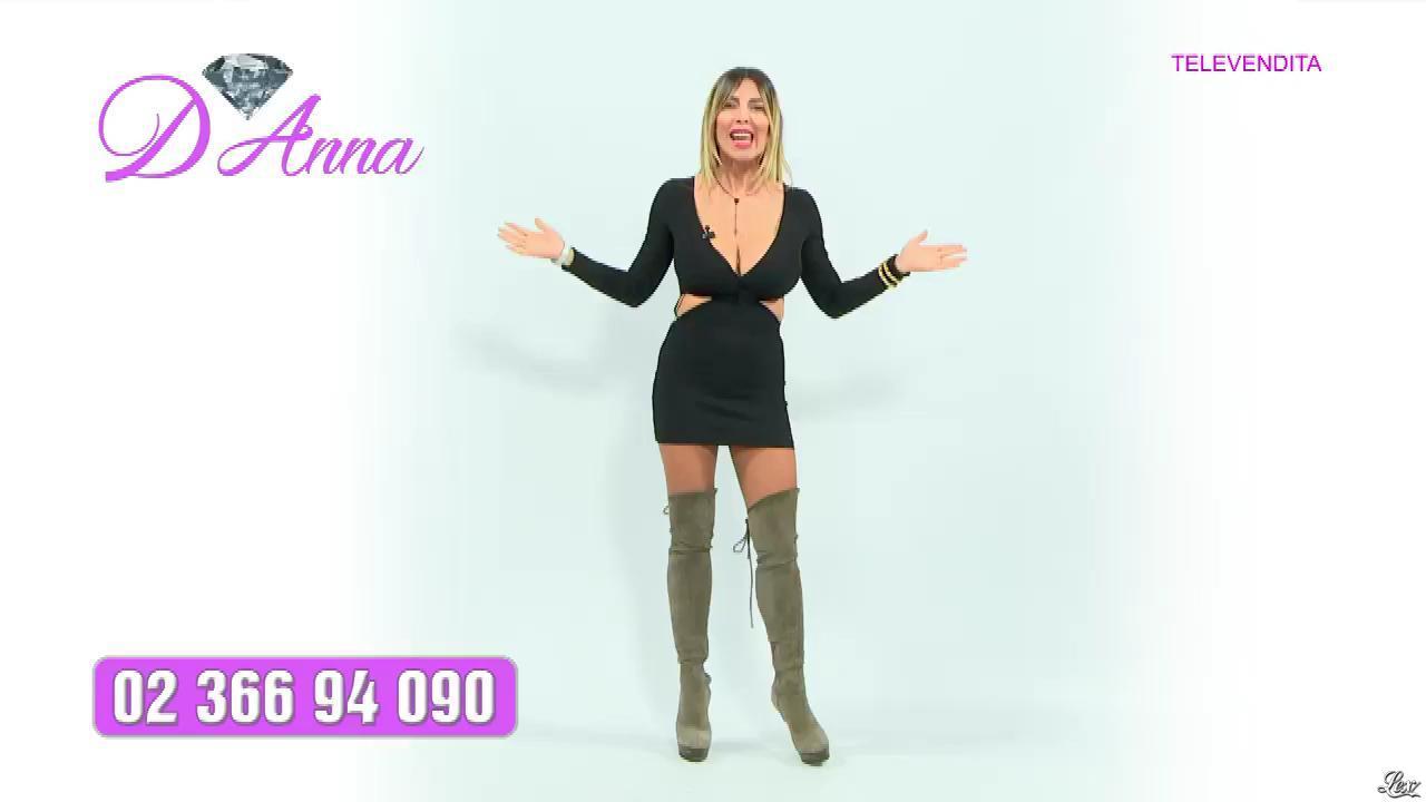 Emanuela Botto dans Télévendita Per d'Anna. Diffusé à la télévision le 07/12/18.