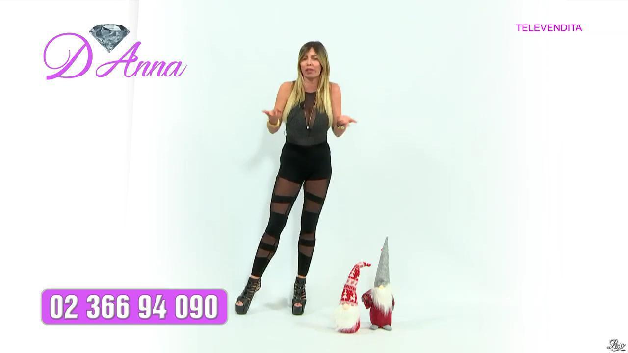 Emanuela Botto dans Télévendita Per d'Anna. Diffusé à la télévision le 13/12/18.