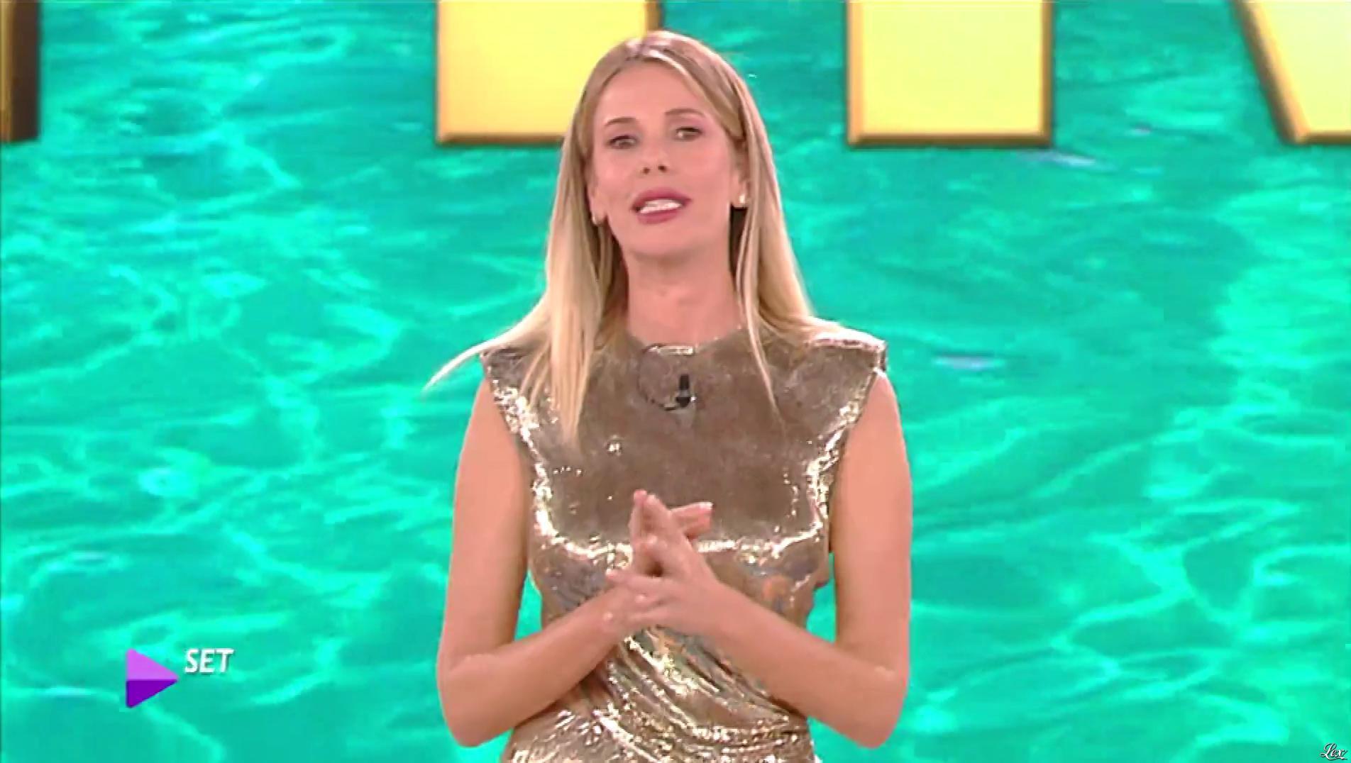 Alessia Marcuzzi dans l'Isola Dei Famosi. Diffusé à la télévision le 01/04/19.