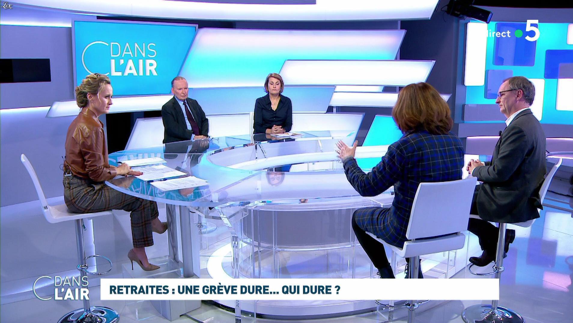 Caroline Roux dans C dans l'Air. Diffusé à la télévision le 02/12/19.