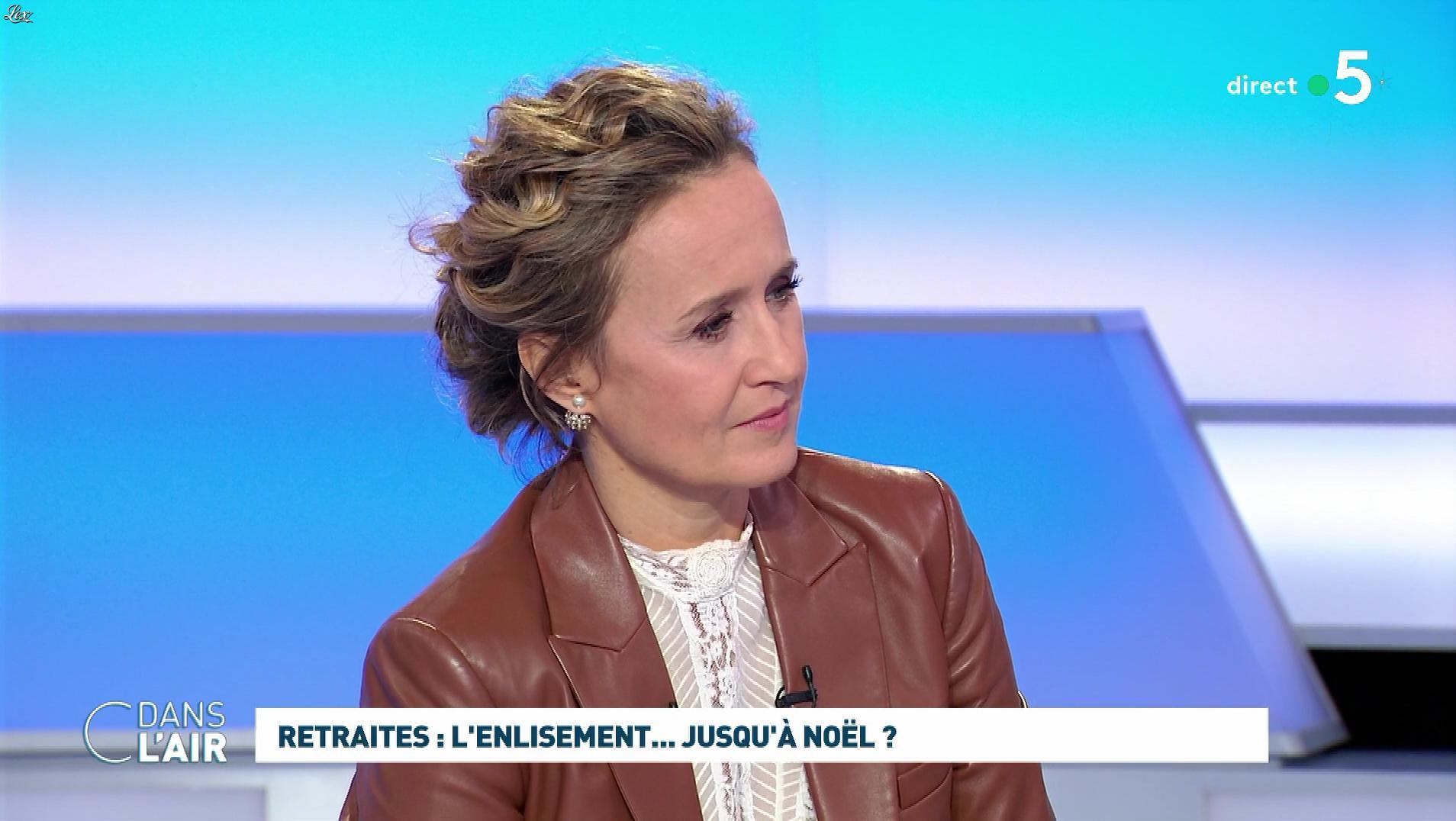 Caroline Roux dans C dans l'Air. Diffusé à la télévision le 12/12/19.