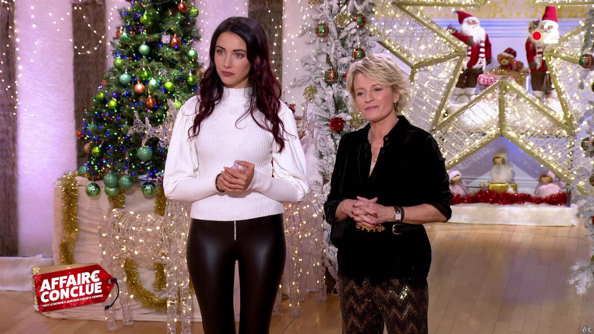 Delphine Wespiser dans Affaire Conclue. Diffusé à la télévision le 23/12/19.