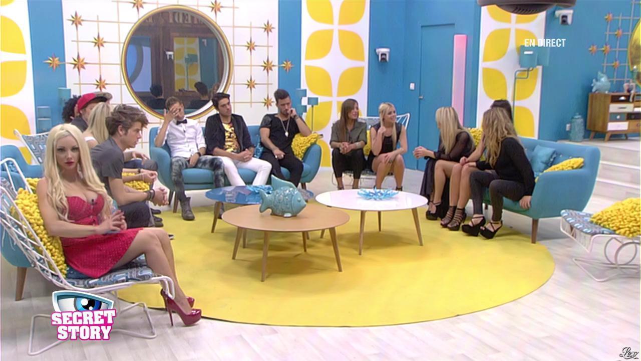 Alexia, Florine et Sonja dans Secret Story. Diffusé à la télévision le 28/06/13.