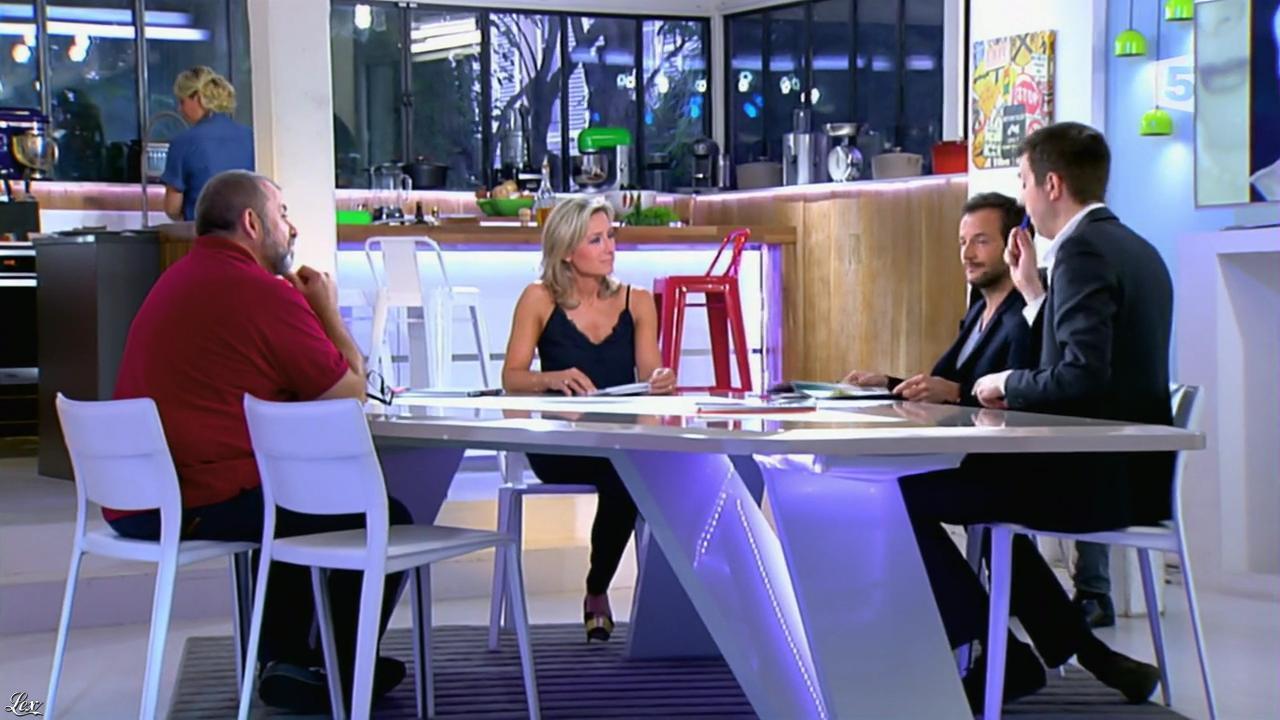 Anne-Sophie Lapix dans C à Vous. Diffusé à la télévision le 23/05/14.