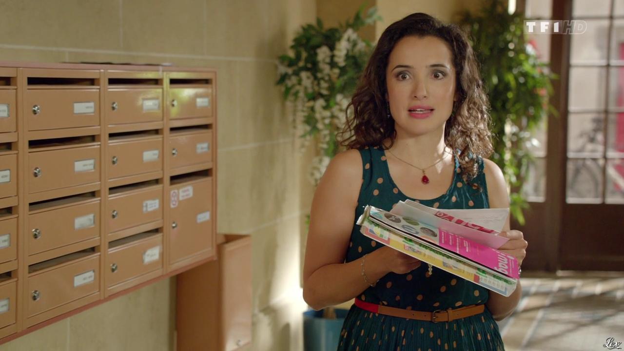 Isabelle Vitari dans Nos Chers Voisins. Diffusé à la télévision le 22/05/14.