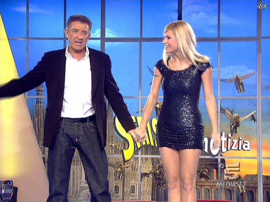 Michelle Hunziker dans Striscia la Notizia. Diffusé à la télévision le 12/02/08.