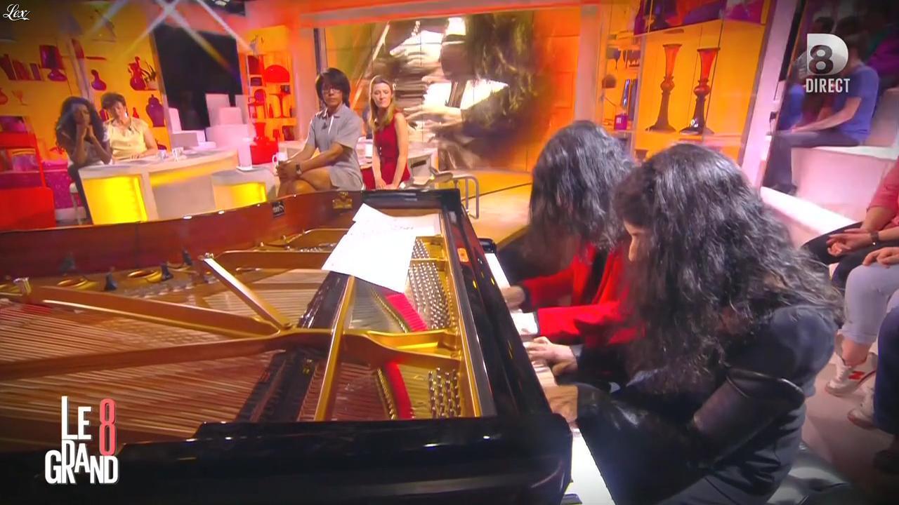 Hapsatou Sy et Audrey Pulvar dans le Grand 8. Diffusé à la télévision le 05/05/15.