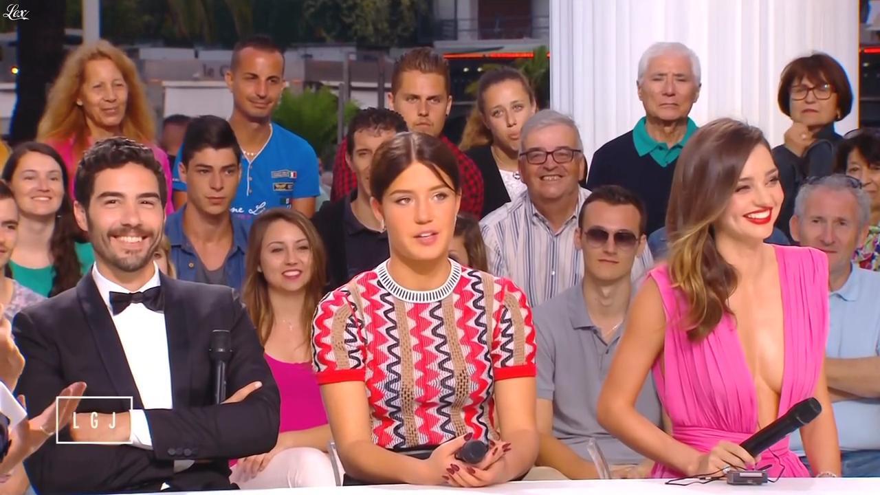 Miranda Kerr et Adele Exarchopoulos dans le Grand Journal de Canal Plus. Diffusé à la télévision le 14/05/15.
