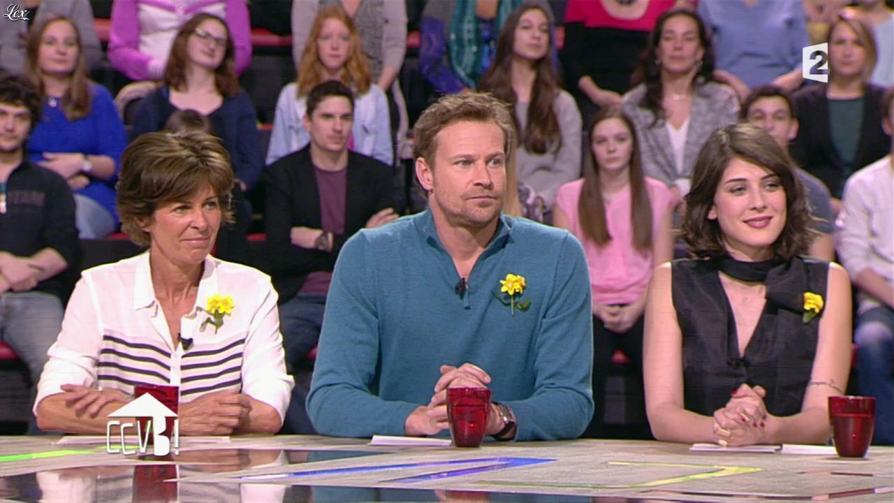 Sandrine Calvayrac dans Comment Ça Va Bien. Diffusé à la télévision le 25/03/15.