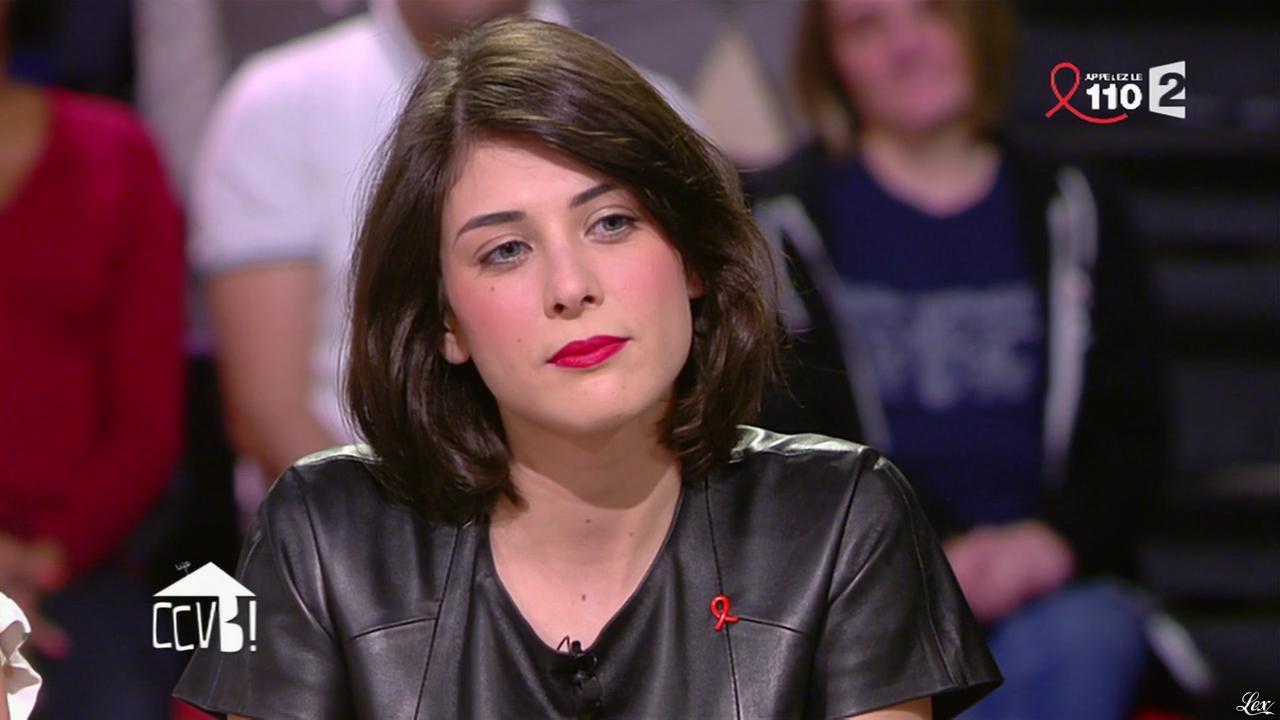 Sandrine Calvayrac dans Comment Ça Va Bien. Diffusé à la télévision le 27/03/15.
