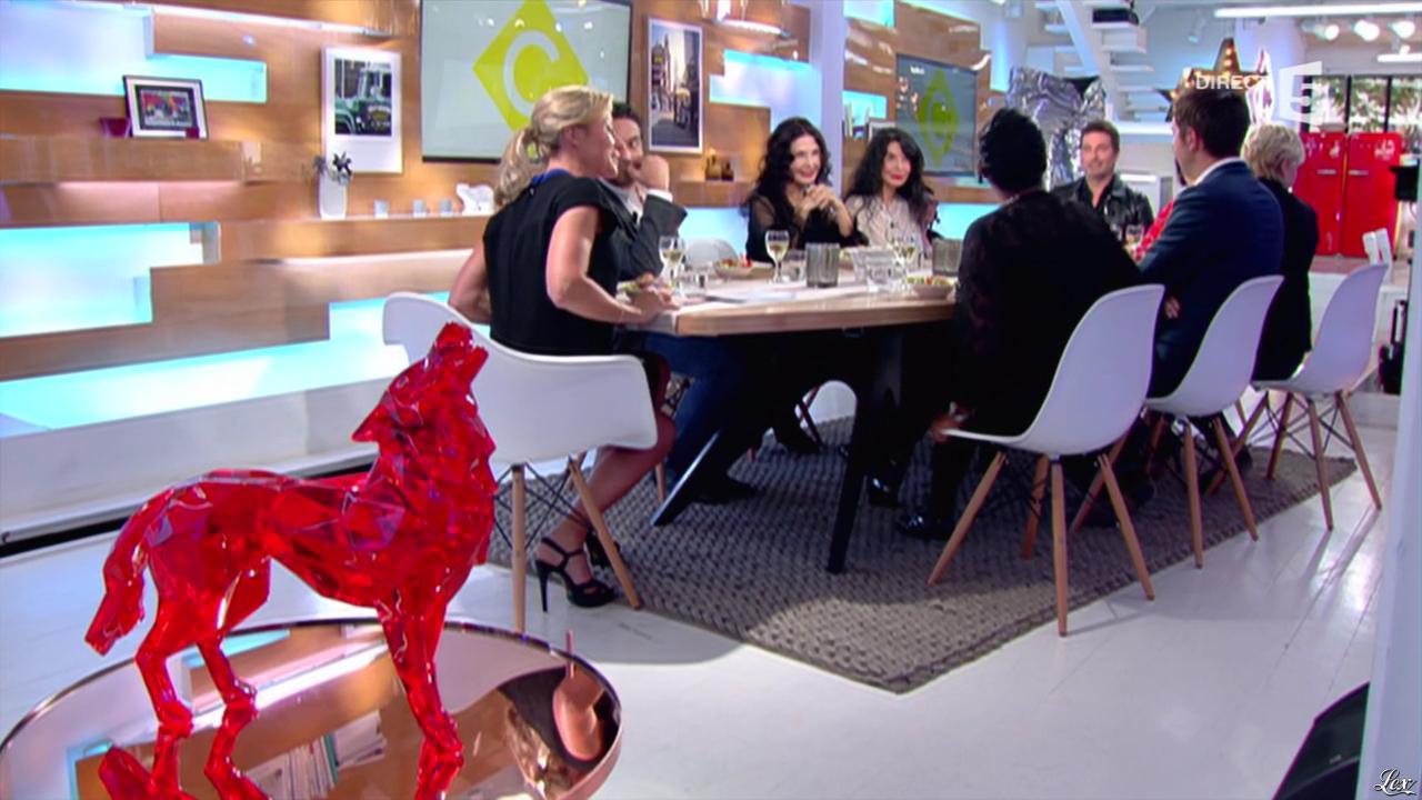 Anne-Sophie Lapix dans C à Vous. Diffusé à la télévision le 23/05/16.