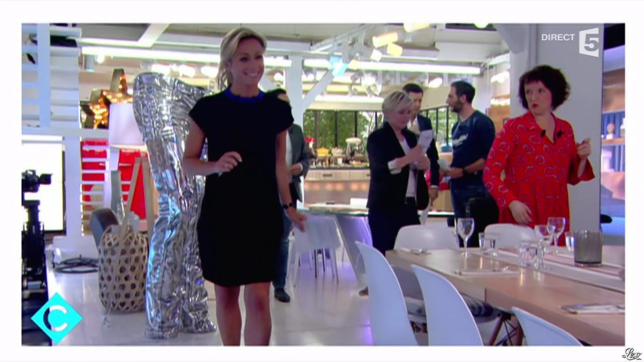 Anne-Sophie Lapix dans C à Vous. Diffusé à la télévision le 24/05/16.