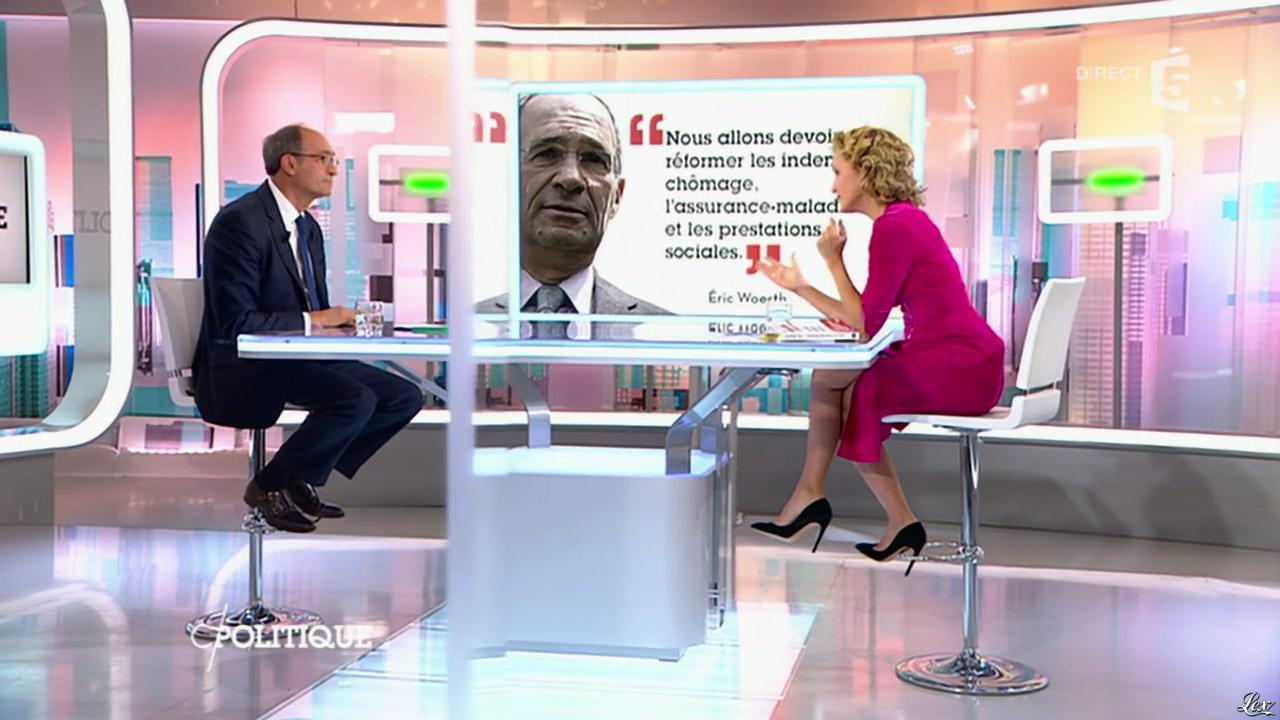 Caroline Roux dans C Politique. Diffusé à la télévision le 18/10/15.
