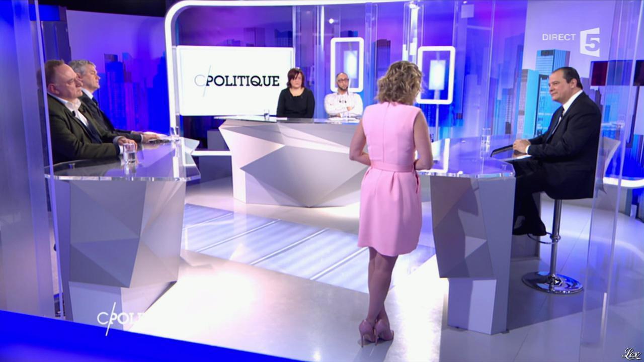 Caroline Roux dans C Politique. Diffusé à la télévision le 27/03/16.