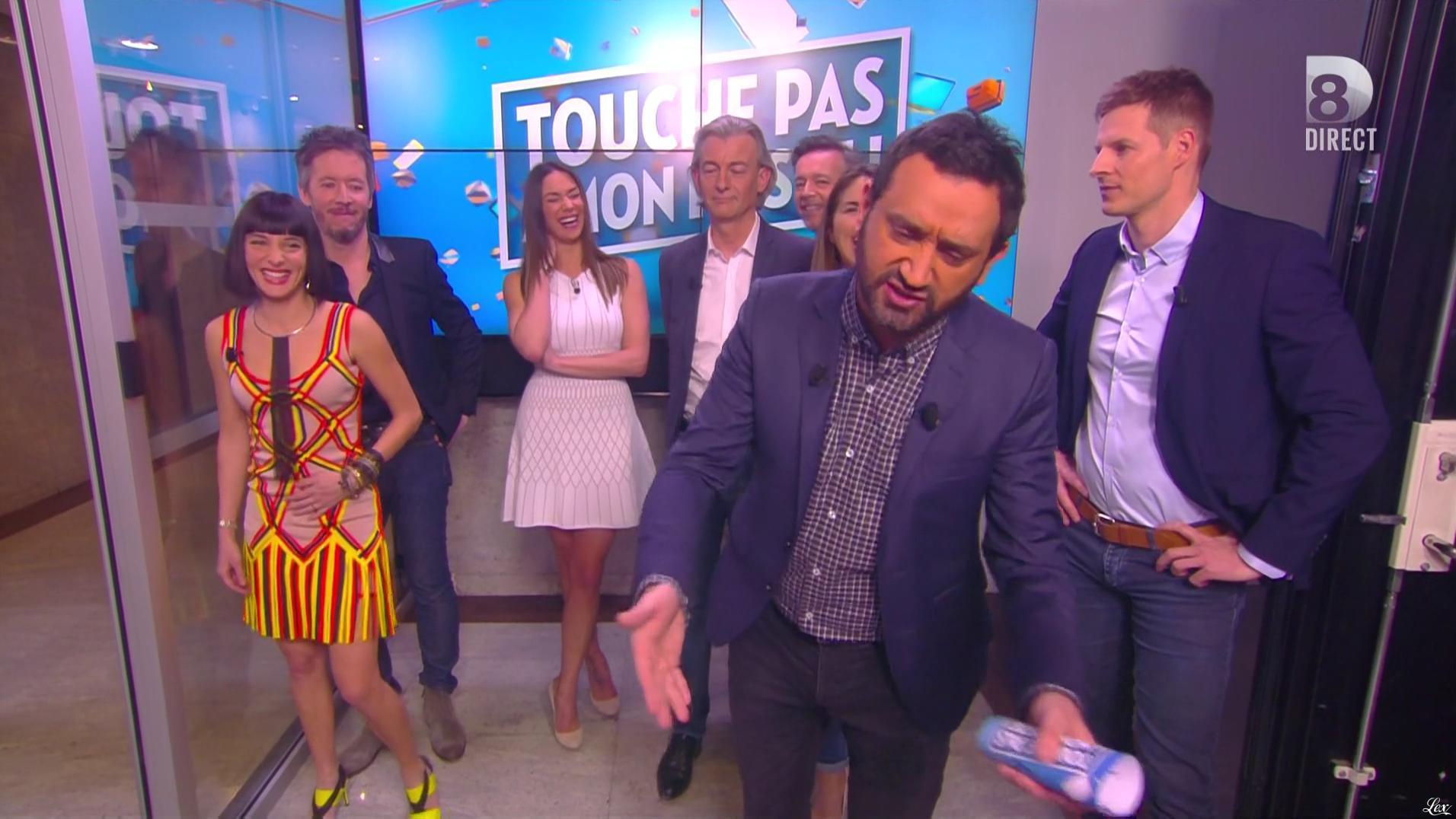 Erika Moulet et Clio Pajczer dans Touche pas à mon Poste. Diffusé à la télévision le 18/04/16.
