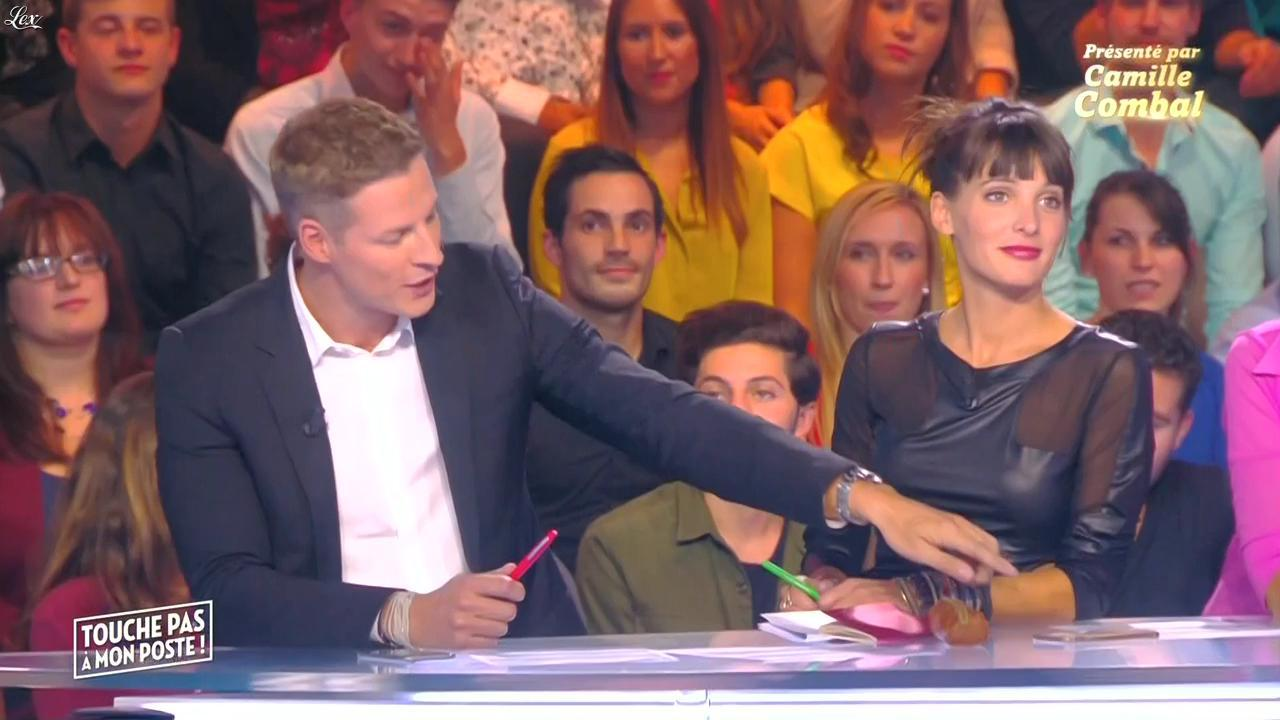 Erika Moulet dans Touche pas à mon Poste. Diffusé à la télévision le 01/10/15.