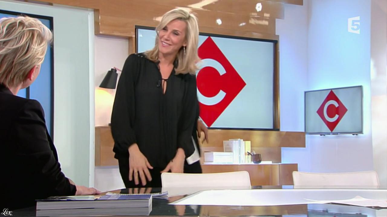 Laurence Ferrari dans C à Vous. Diffusé à la télévision le 23/12/15.