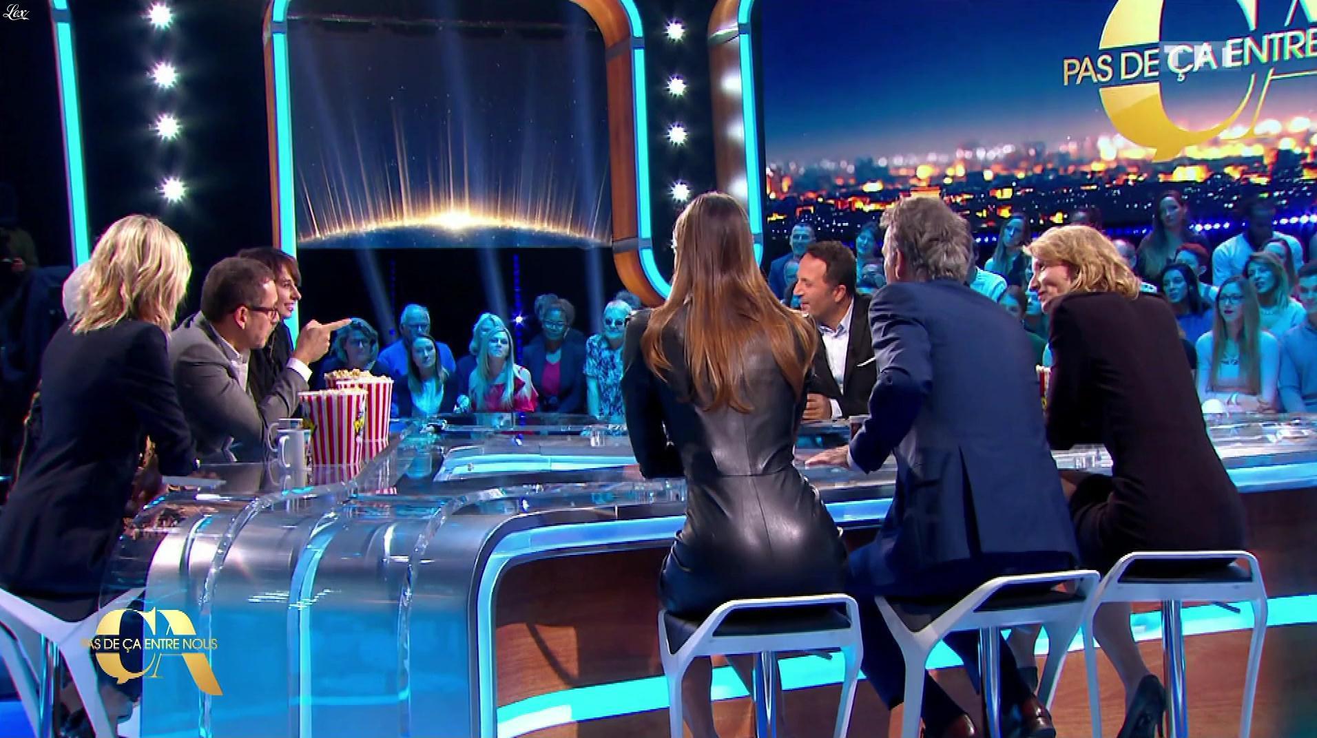 Iris Mittenaere dans Pas de Ça Entre Nous. Diffusé à la télévision le 23/02/18.
