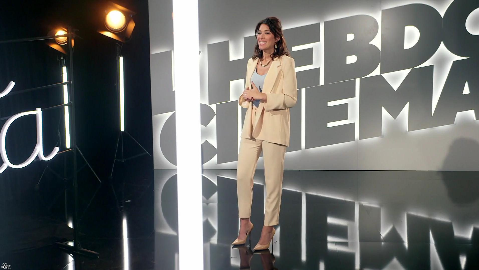 Laurie Cholewa dans Tchi Tcha. Diffusé à la télévision le 27/01/18.