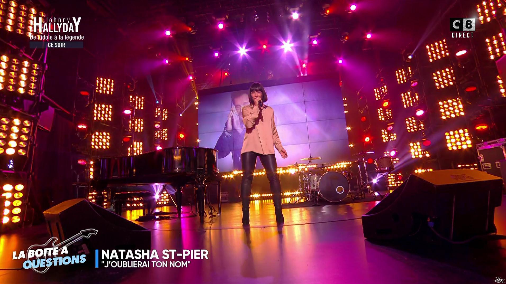 Natasha St Pier dans Touche pas à mon Poste. Diffusé à la télévision le 06/12/17.
