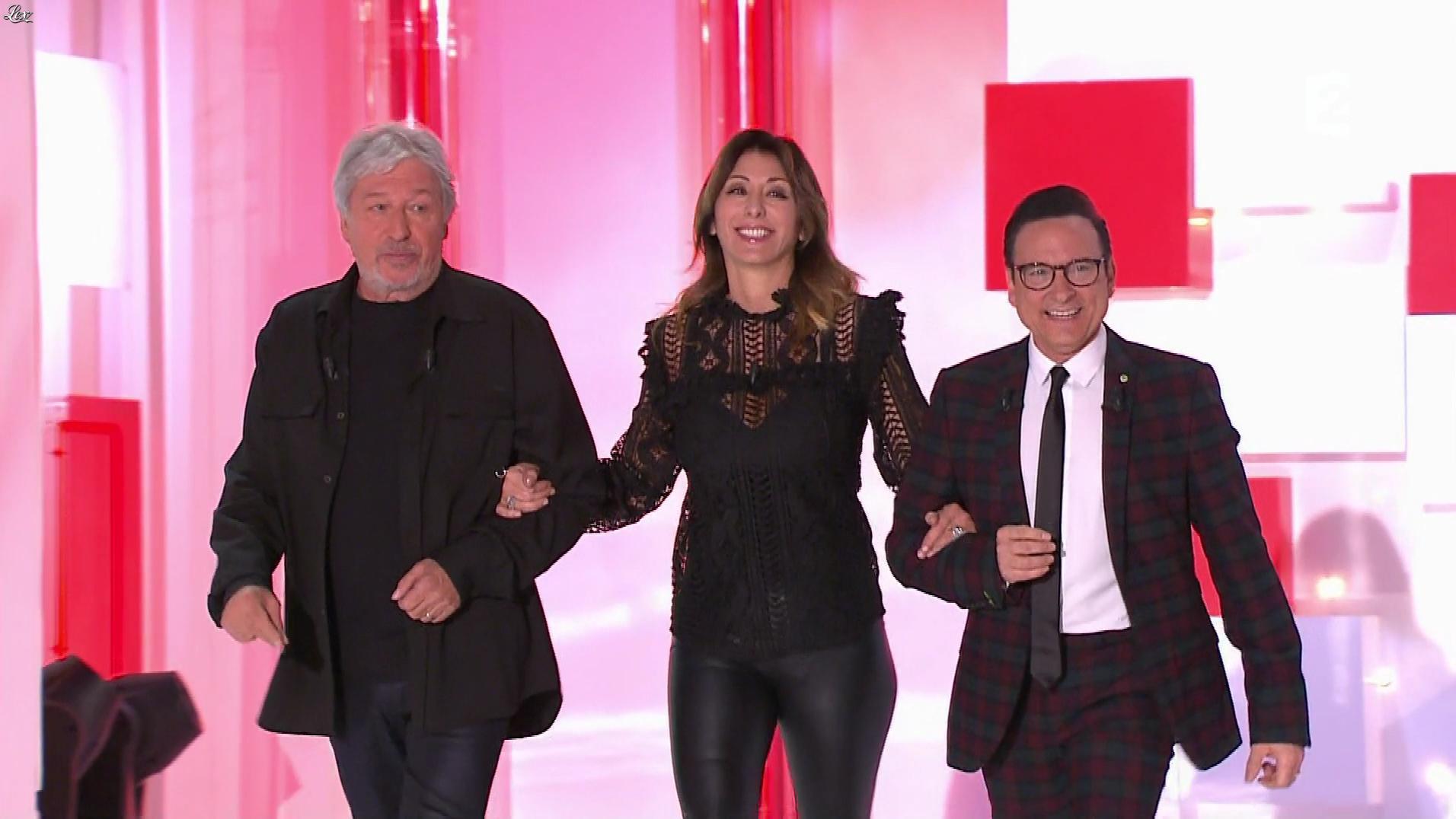 Sabrina Salerno dans Vivement Dimanche. Diffusé à la télévision le 03/12/17.