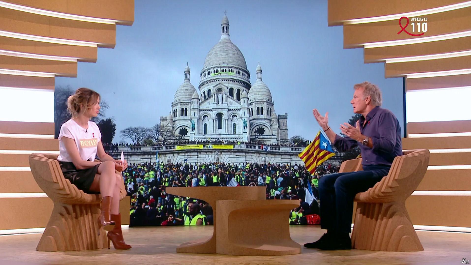 Isabelle Ithurburu dans Bonsoir. Diffusé à la télévision le 06/04/19.