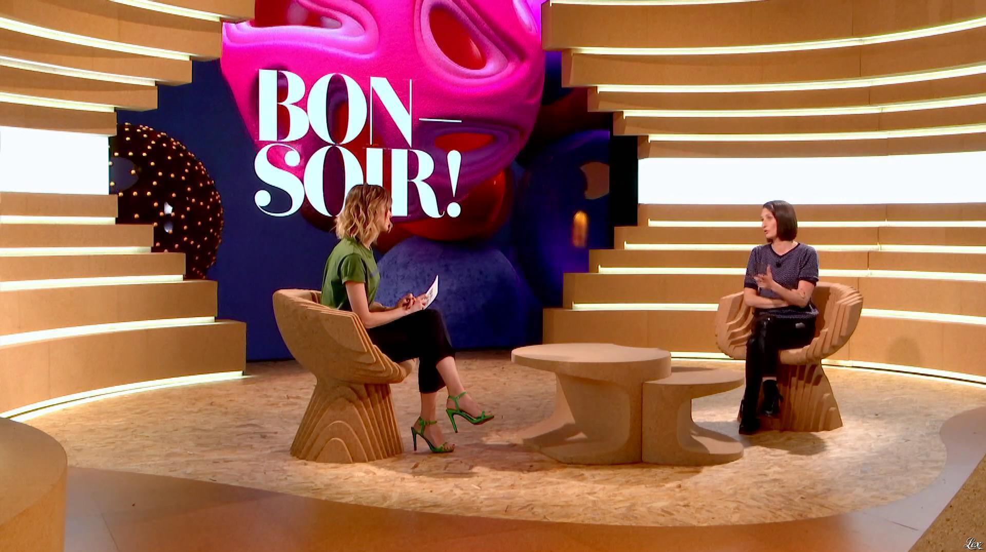 Isabelle Ithurburu et Camille Cottin dans Bonsoir. Diffusé à la télévision le 09/03/19.