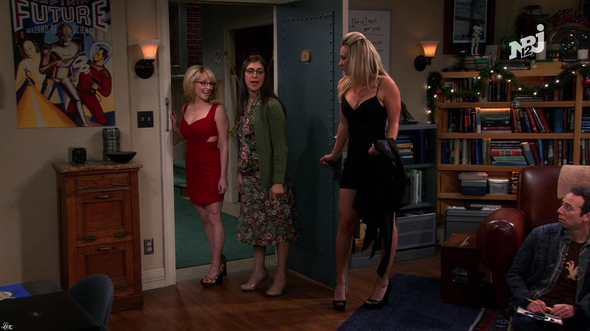 Kaley Cuoco et Mélissa Rauch dans The Big Bang Theory. Diffusé à la télévision le 06/06/18.