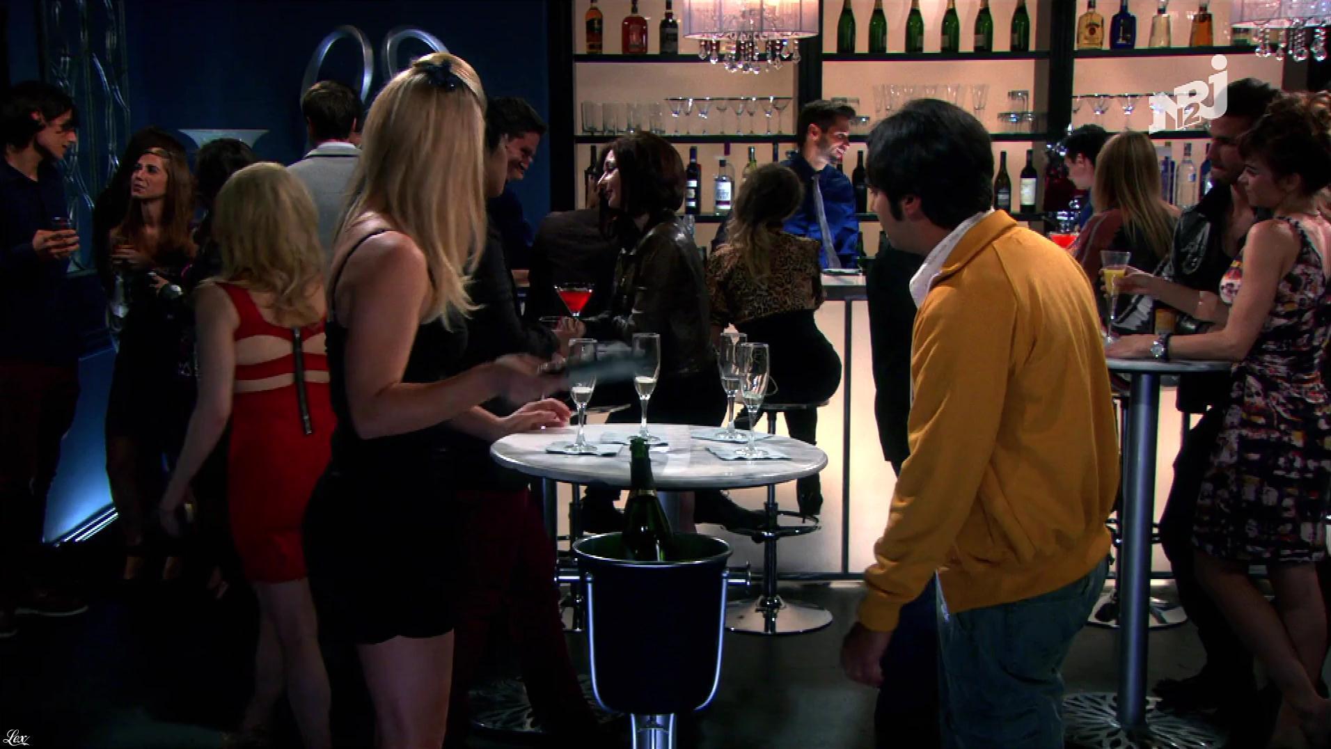 Kaley Cuoco et Mélissa Rauch dans The Big Bang Theory. Diffusé à la télévision le 25/08/18.