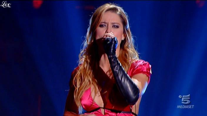 Lola Ponce dans Io Canto. Diffusé à la télévision le 08/10/10.