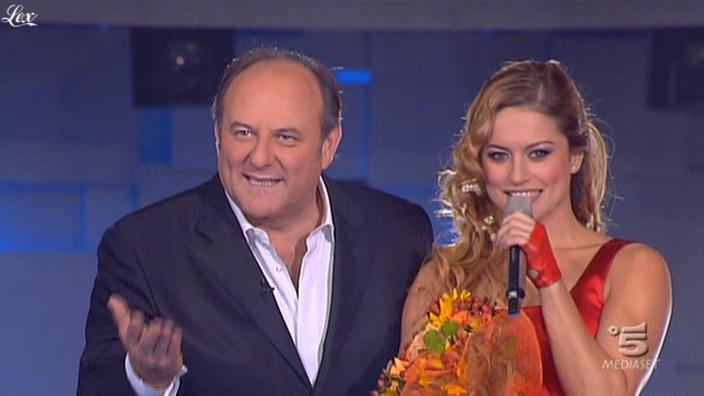 Lola Ponce dans Io Canto. Diffusé à la télévision le 12/11/10.