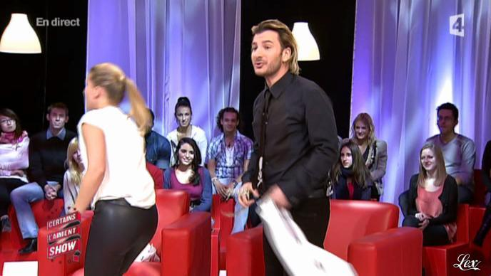 Stéphanie Renouvin dans Certains l'Aiment Show. Diffusé à la télévision le 10/12/10.