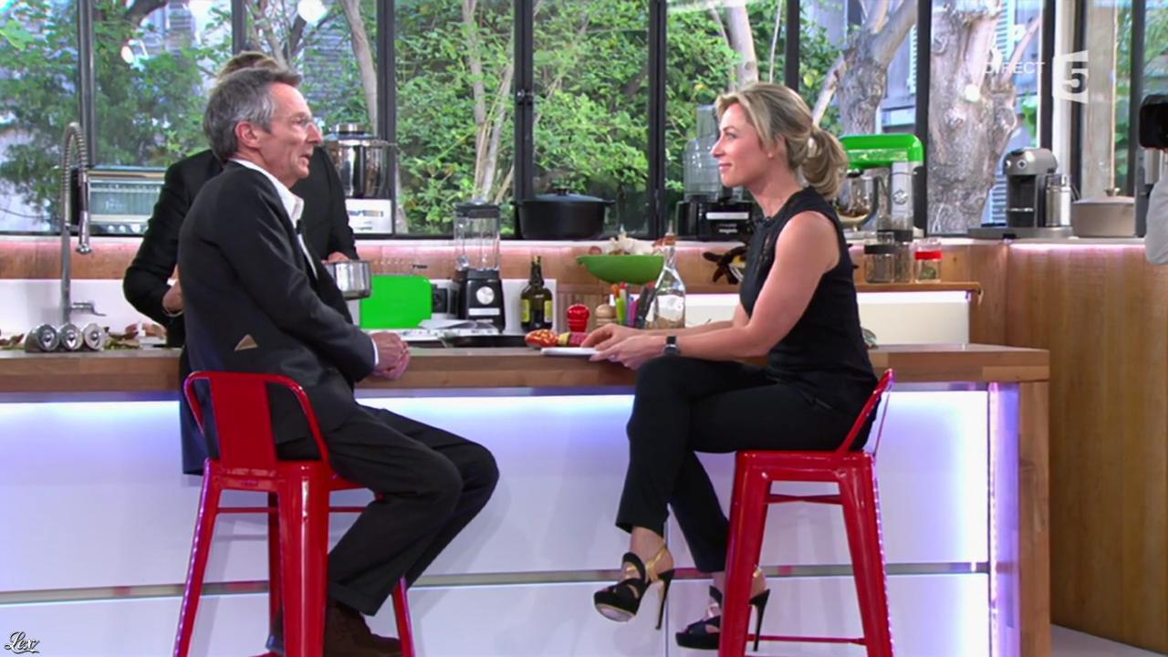 Anne-Sophie Lapix dans C à Vous. Diffusé à la télévision le 09/04/14.