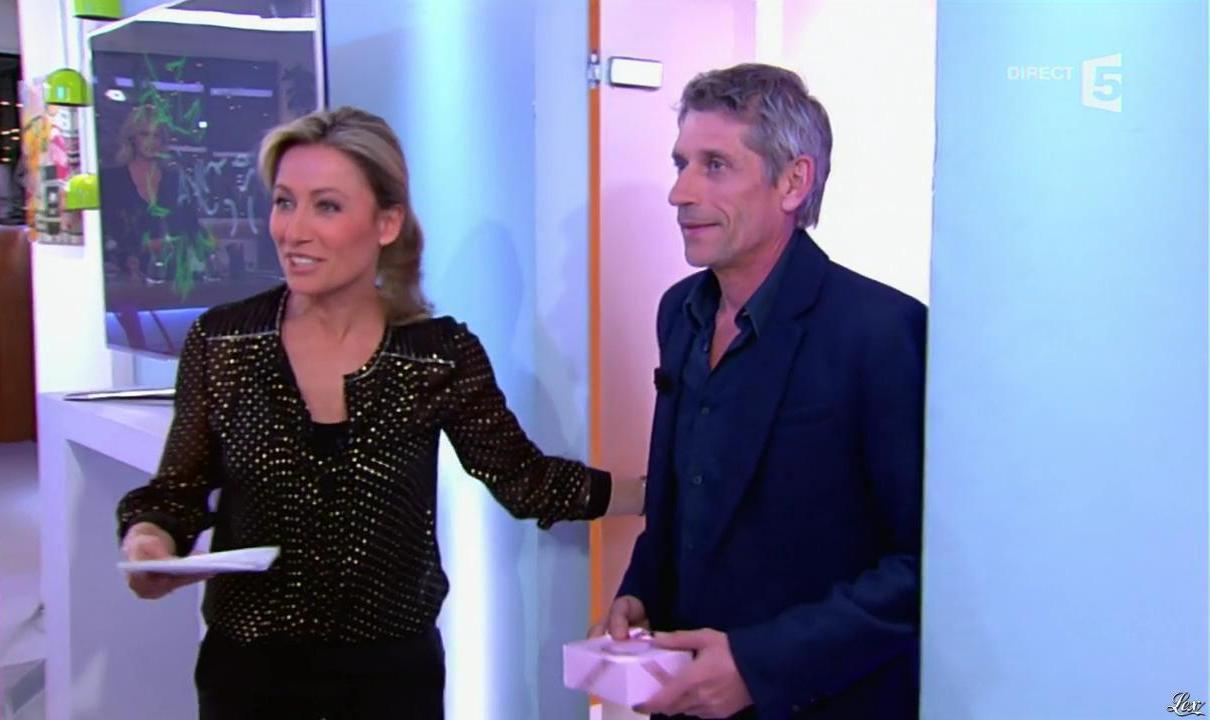 Anne-Sophie Lapix dans C à Vous. Diffusé à la télévision le 20/03/14.