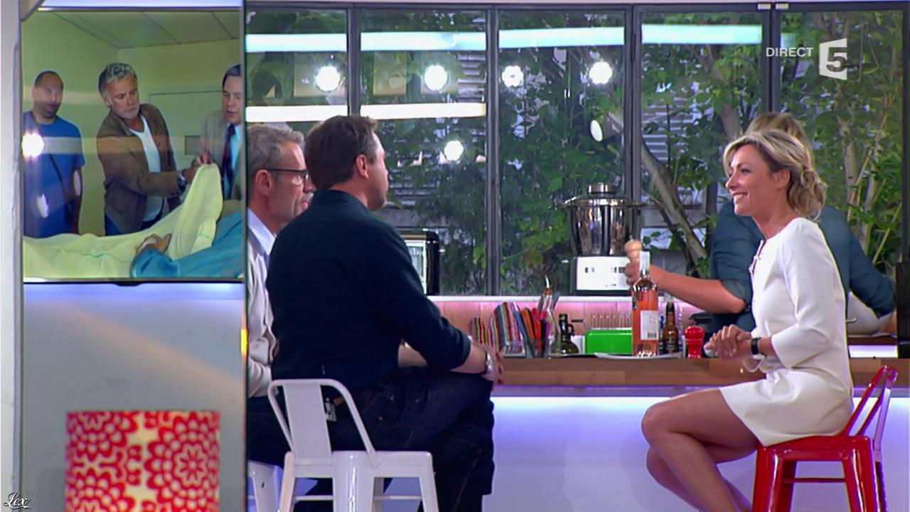 Anne-Sophie Lapix dans C à Vous. Diffusé à la télévision le 29/04/14.