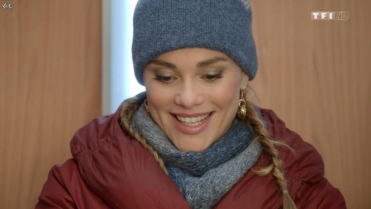 Joy Esther dans Nos Chers Voisins. Diffusé à la télévision le 25/12/15.