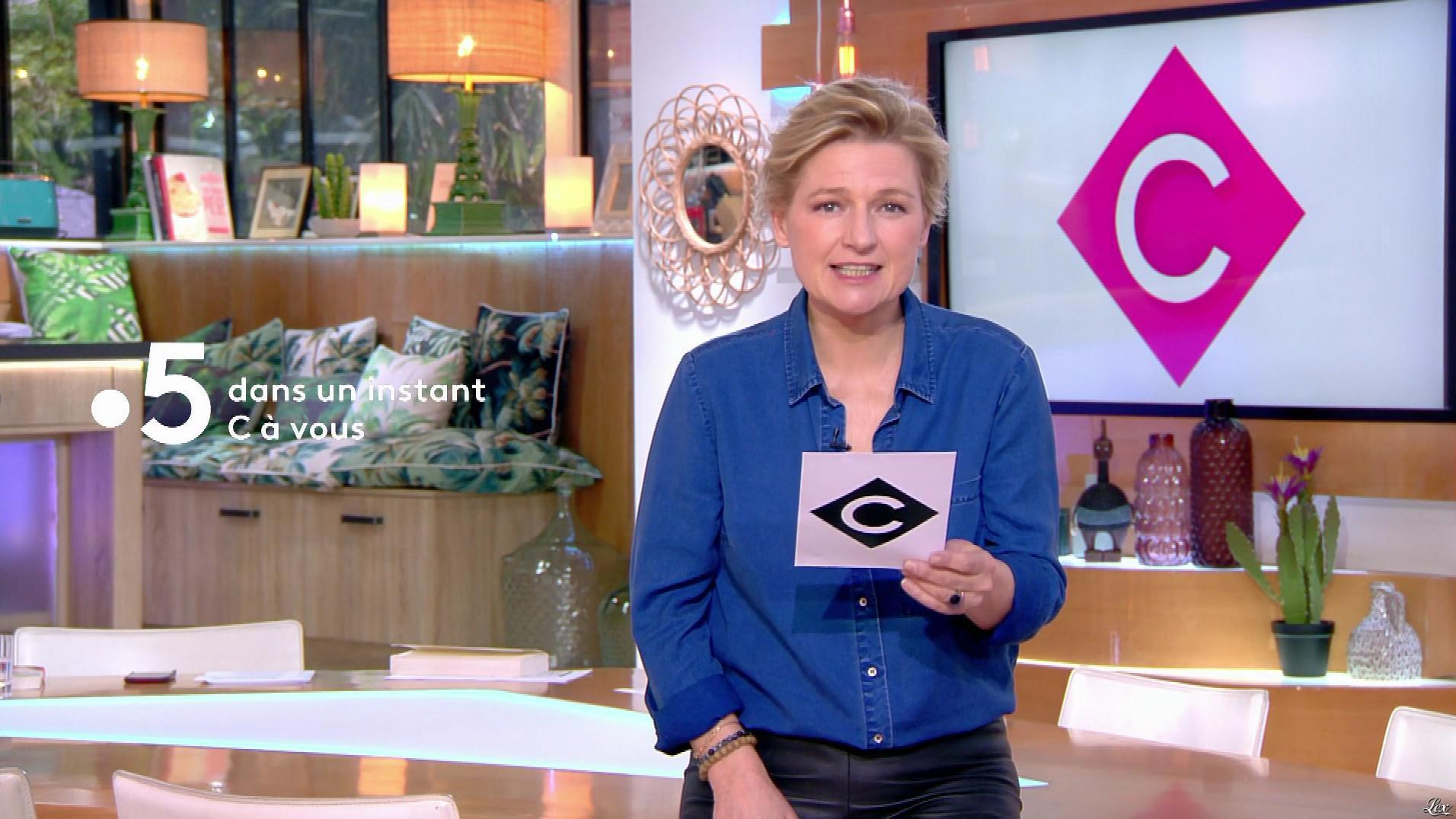 Anne-Elisabeth Lemoine dans C à Vous. Diffusé à la télévision le 10/04/19.