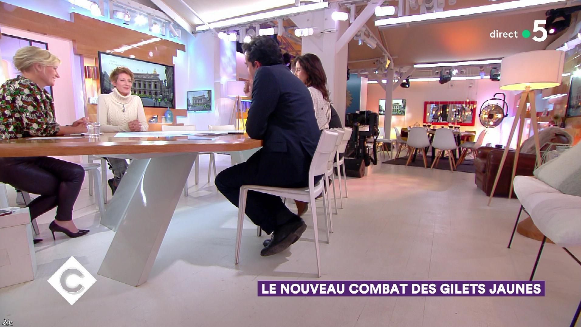 Anne-Elisabeth Lemoine dans C à Vous. Diffusé à la télévision le 17/12/18.
