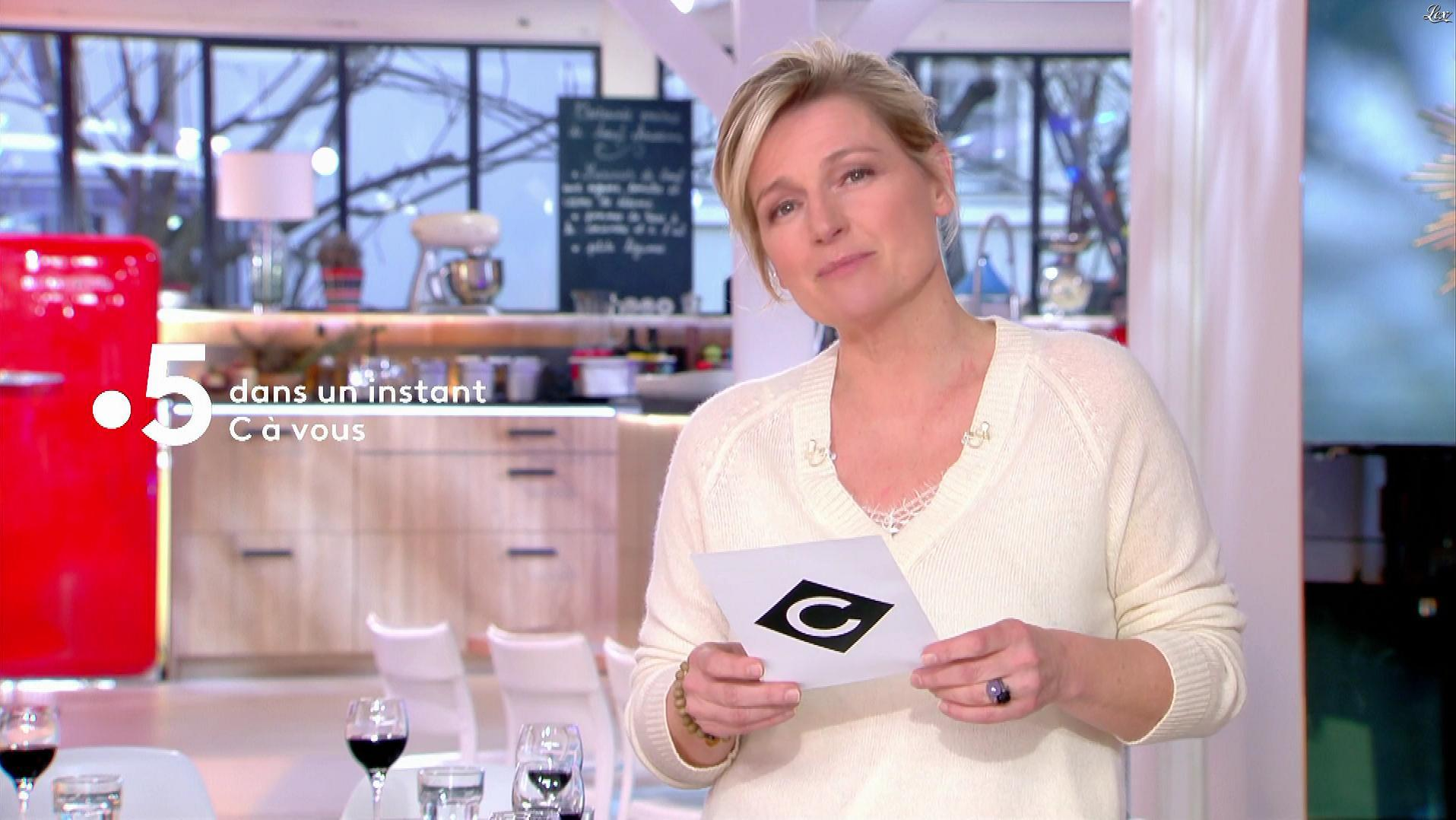 Anne-Elisabeth Lemoine dans C à Vous. Diffusé à la télévision le 19/03/19.