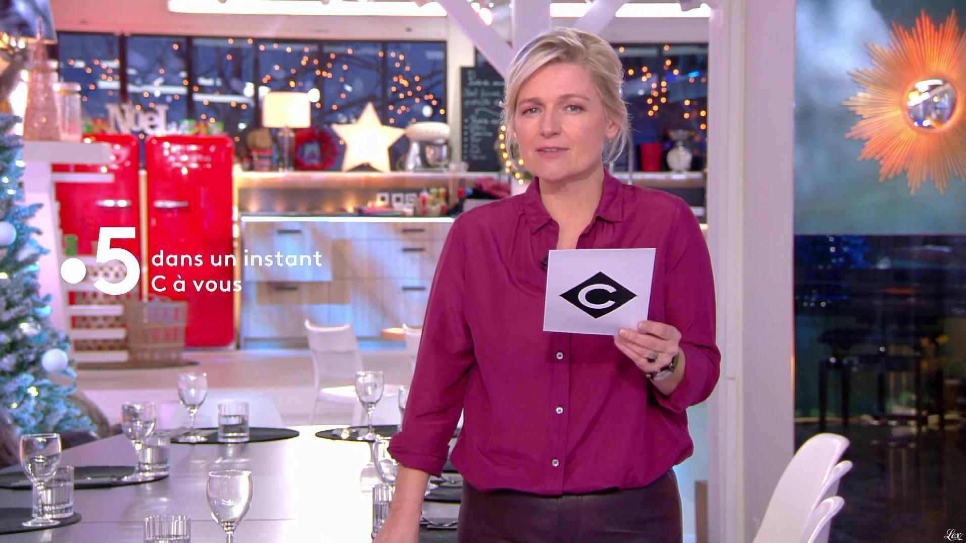 Anne-Elisabeth Lemoine dans C à Vous. Diffusé à la télévision le 20/12/18.