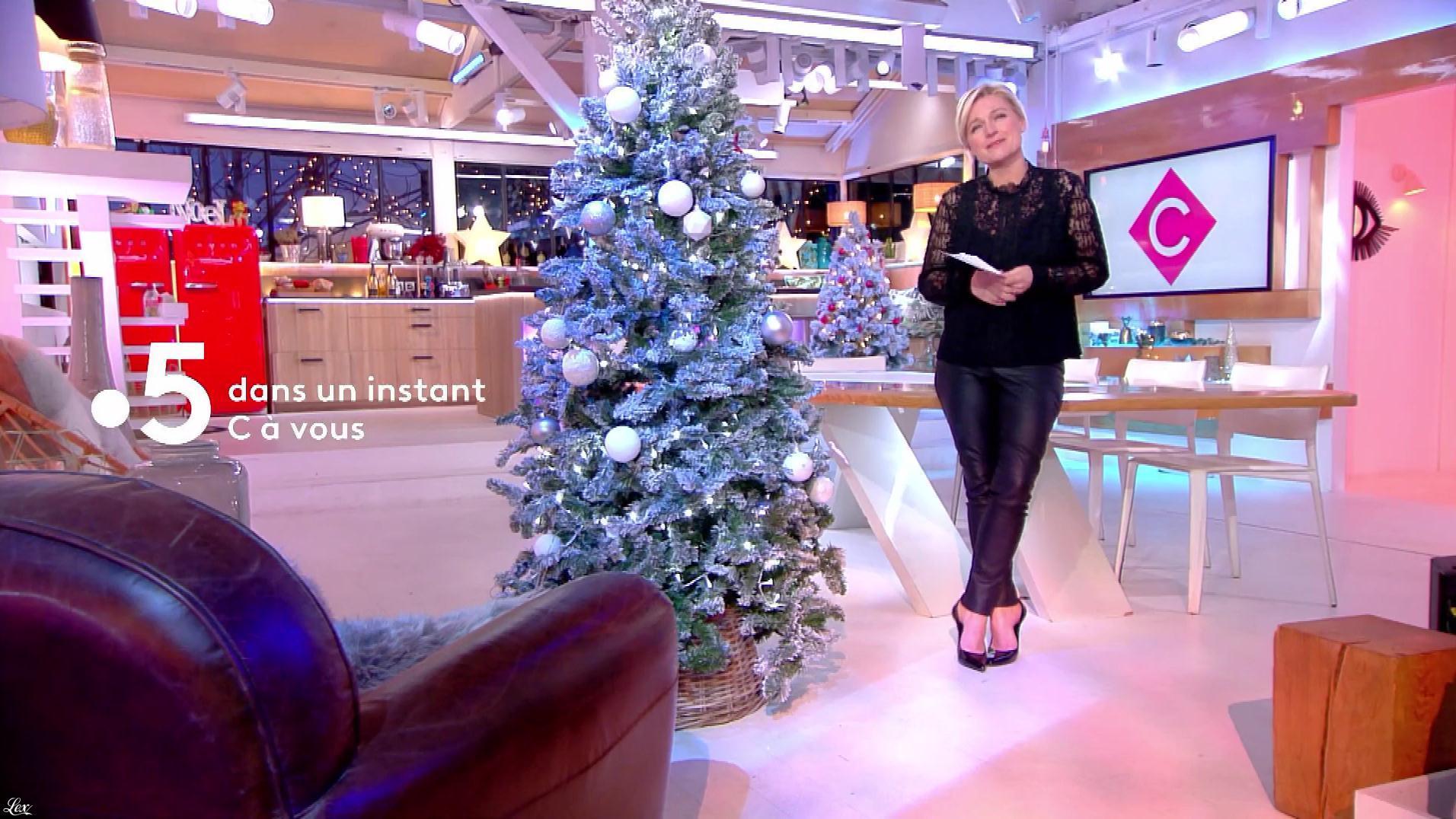 Anne-Elisabeth Lemoine dans C à Vous. Diffusé à la télévision le 24/12/18.